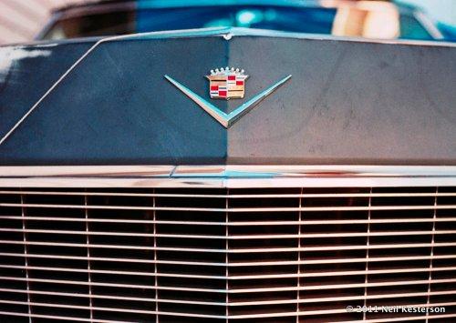 Cadillac_grill_2011-1023-nkfm2