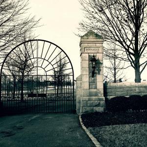 Thoroughbred Entrance